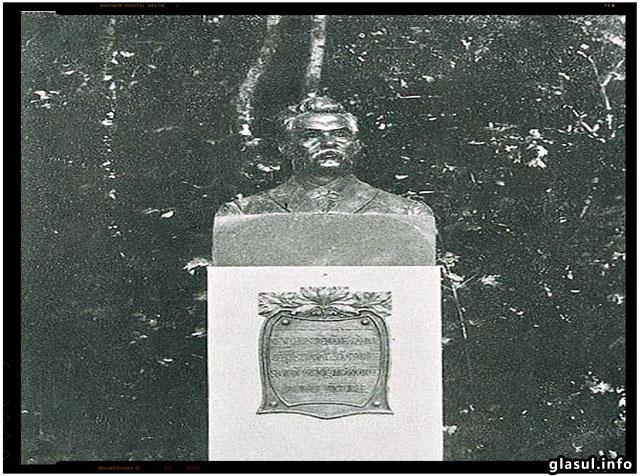 1902 - Inaugurarea bustului lui Mihai Eminescu de la Dumbraveni, sculptor Oscar Späthe