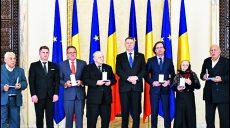 """Klaus Iohannis a decorat Institutul """"Elie Wiesel"""" cu Ordinul """"Meritul Cultural"""" în grad de Cavaler"""