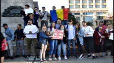 Până și copiii au cerut la Iași demisia lui Arafat
