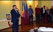 Leznațiune: stema României, așezată în spatele fundului primarului UDMR din Carei!