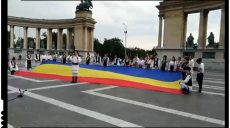 (VIDEO) DRAPELUL ROMÂNIEI – DESFĂŞURAT  ÎN PIAŢA EROILOR DIN BUDAPESTA