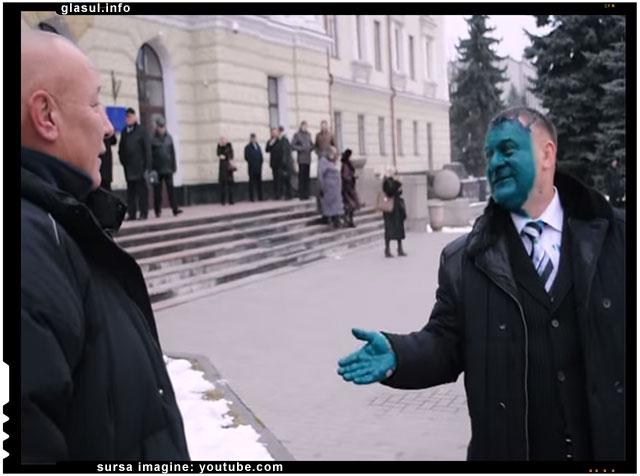 Deputat ucrainean murdarit cu vopsea pe fata