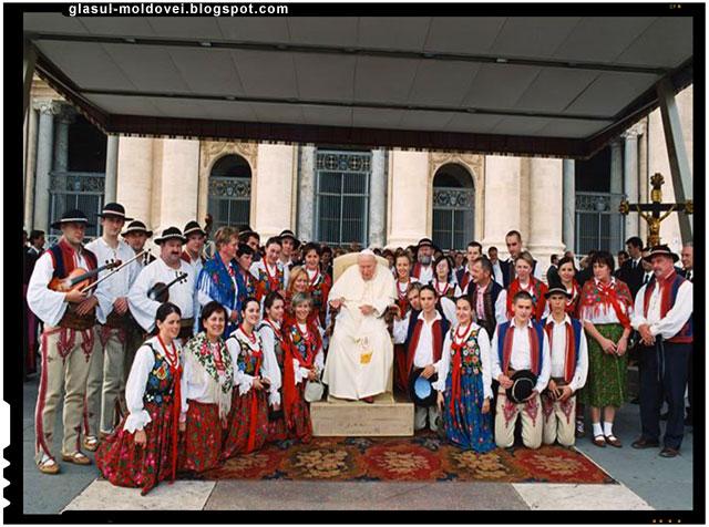 Papa Ioan paul al II-le impreuna cu un grup de valahi(gorali)din Sudul Poloniei