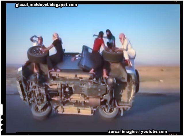 Cum schimba arabii cauciucurile unei masini in timpul mersului, sursa imagine: youtube.com