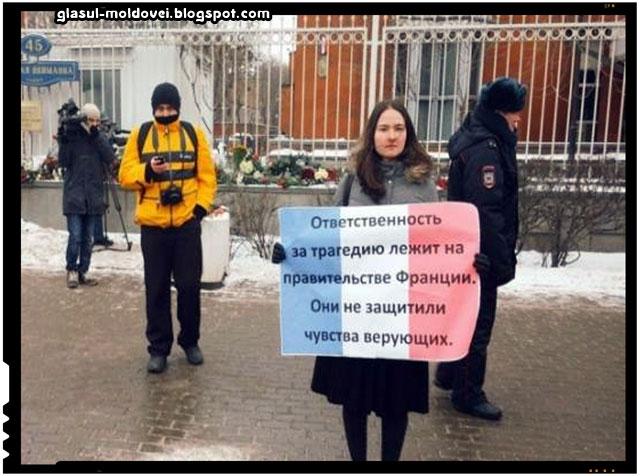 Protest in fata ambasadei Frantei din Moscova