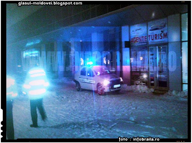 EXCLUSIV FOTO Amenintare cu bomba intr-un bloc, langa Primarie: 30-35 de persoane au fost evacuate, foto: infobraila.ro