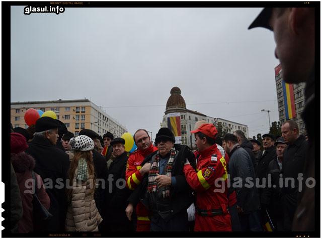 Unui iesean i s-a facut rau in timpul manifestarilor de Ziua Unirii si a fost dus cu salvarea