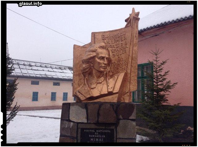 Biserica Alba, Ucraina, Sarbatoarirea a 165 de nai de la nasterea lui Mihai Eminescu , sursa imagine: facebook.com/pages/Biserica-Alba-Ucraina/399395086754799