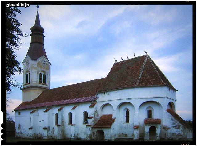 Biserica fortificată, monument istoric și de arhitectură din secolul al XIII-lea.