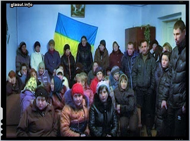 """In satele ucrainiene a inceput """"mobilizarea"""" barbatilor pentru a fi trimis sa lupte contra separatistilor din est! Acestia refuza spunand ca mobilizarea e ilegala nefiind in razboi cu alta tara si sa fie trimisi politistii sa lupte acolo!"""