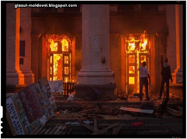 La Odesa, sute de localnici au comemorat victimele tragediei din luna mai a anului trecut, sursa imagine: tass.ru