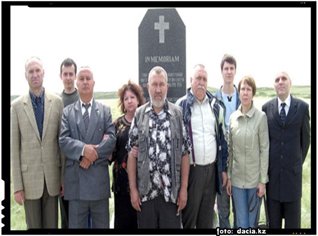 Ambasada României la Astana a ridicat un monument în memoria celor 1000 de soldaţi români căzuţi aici în timpul celui de-al Doilea Război Mondial. Memorialul are menţionate numele tuturor celor morţi în lagărele staliniste., foto: dacia.kz