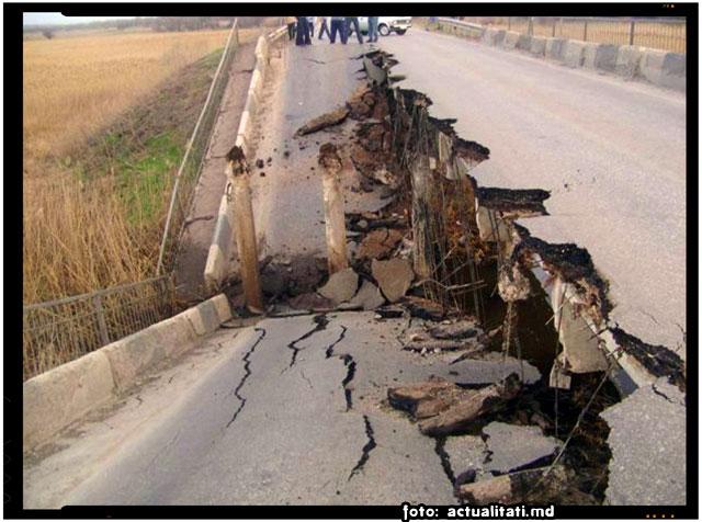 FOTO: Podul ce lega Ucraina de Republica Moldova a fost distrus, foto: actualitati.md