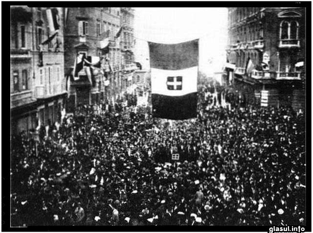 Primirea entuziastă în oraşul Fiume a lui Gabriele d'Annunzio şi a luptătorilor săi, septembrie 1919