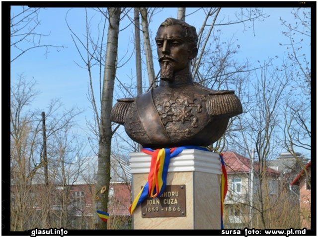 La Gura Galbena a fost instalat un monument al Domnitorului Ioan Alexandru Cuza, sursa foto: www.pl.md