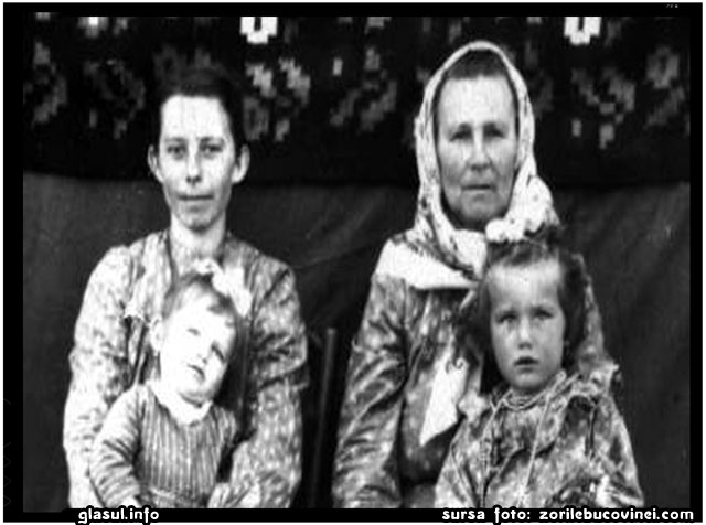 in Siberia; sora Savina, cu soacra si cele doua fiice, inainte de a fi stramutate in Zaporijjie, sursa foto: zorilebucovinei.com