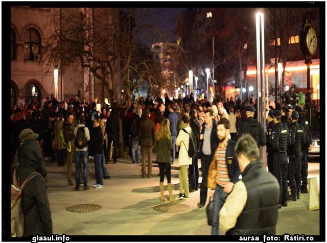 Protest in Piata Universitatii, dupa ce Senatul a respins arestarea lui Sova, sursa foto: www. Rstiri.ro