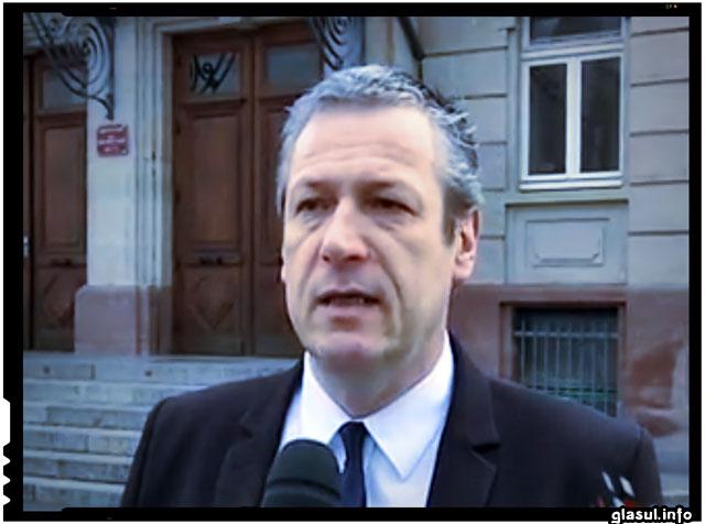 Un politician francez de la partidul de extrema dreapta Frontul National a fost arestat si judecat pentru declaratii discriminatorii la adresa romanilor, Patrick Cunin