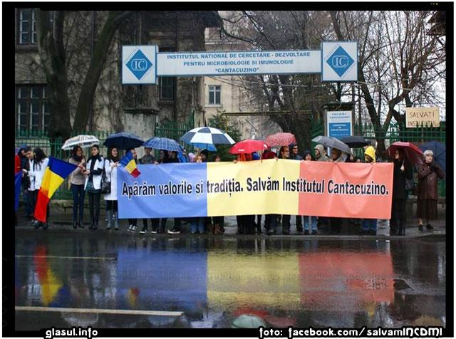 NU desfiintarii Institutului Cantacuzino - Miting la Palatul Cotroceni, marti 7 aprilie 2015, sursa foto: facebook.com/salvamINCDMI