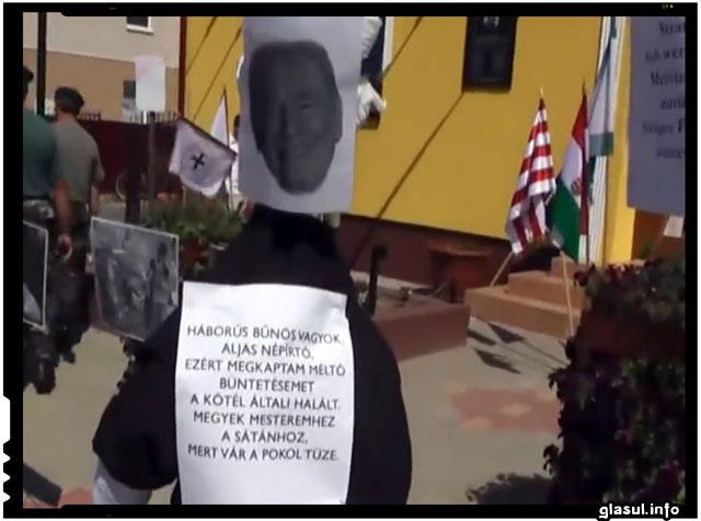Un primar din Ungaria spanzura in public papusile cu chipurile unor politicieni evrei