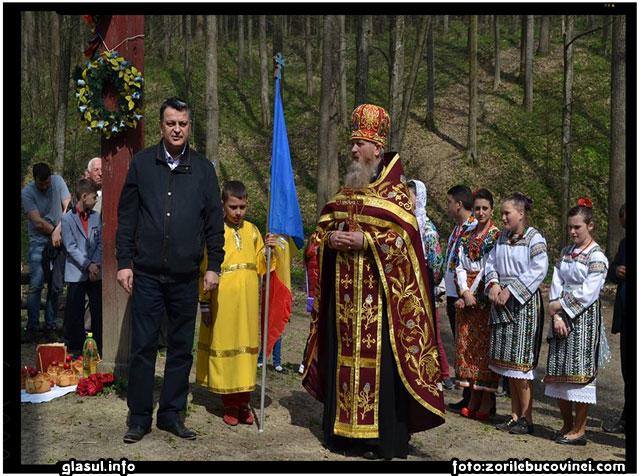 LA STEJARUL LUI STEFAN CEL MARE SI SFANT DIN CODRII COSMINULUI, foto: zorilebucovinei.com