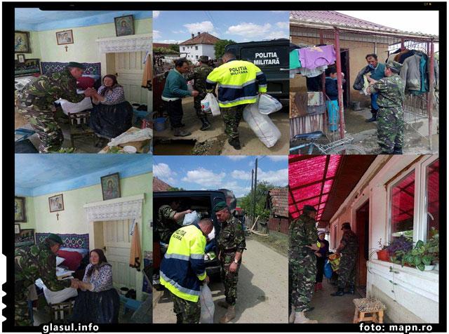 """Militarii Batalionului 317 Sprijin Logistic """"Voievodul Gelu"""" nu au uitat de oamenii aflaţi la nevoie din localitatea Surduc, grav afectată de inundaţii, foto: mapn.ro"""