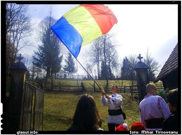 Sus steagul romani! Pentru romani, pentru Romania!, foto: Mihai Tirnoveanu