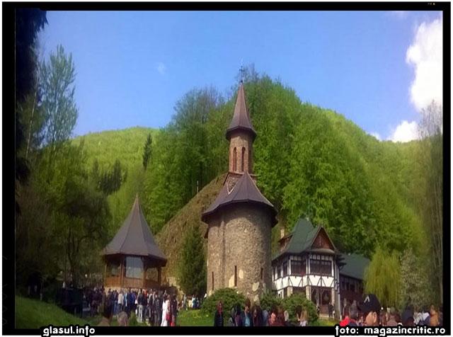 De 1 Mai, peste 50000 de pelerini au fost la Parintele Arsenie Boca, foto: magazincritic.ro