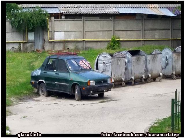 O familie din Iasi isi traieste viata de o buna perioada de timp intr-o masina abandonata
