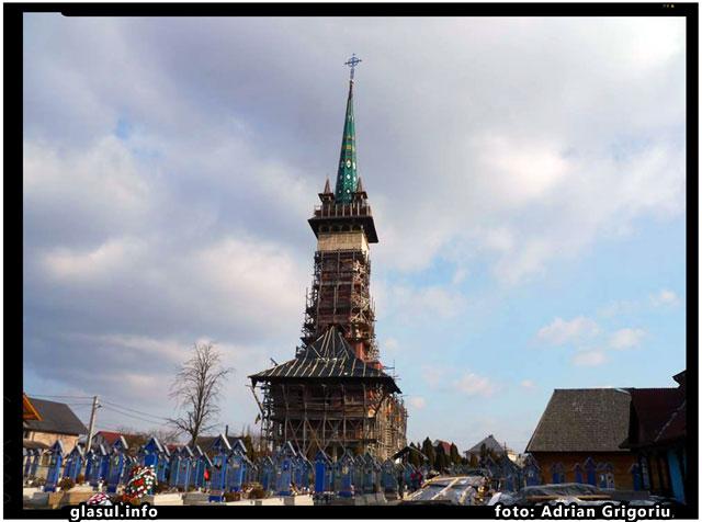 Enoriasii ortodocsi din Săpânţa pot ramane fara biserica ortodoxă din celebrul Cimitir Vesel, foto: Adrian Grigoriu
