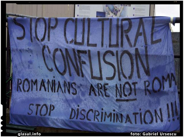 "Romanii din Suedia au organizat o manifestatie impotriva confuziei ""roman-rrom"" si a cersetoriei organizate, foto: Gabriel Ursescu"