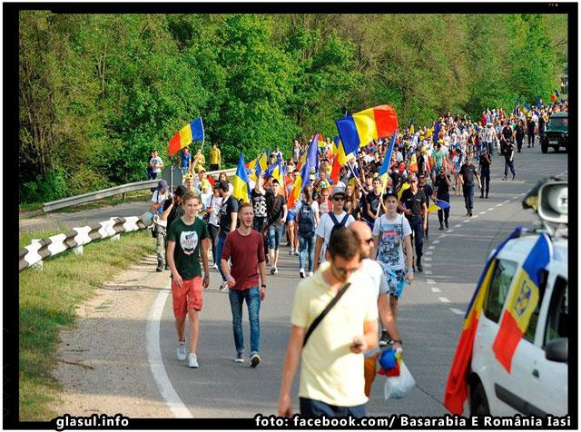 1000 de tineri curajosi au pornit din Chisinau pe jos spre Bucuresti cu un singur gand: UNIRE!, foto: Basarabia E România Iași