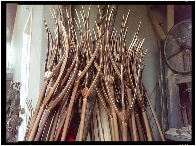 """Cumpara produse romanesti ! #Saptamana 8 : """" Furci din lemn folosite la adunatul fanului"""""""