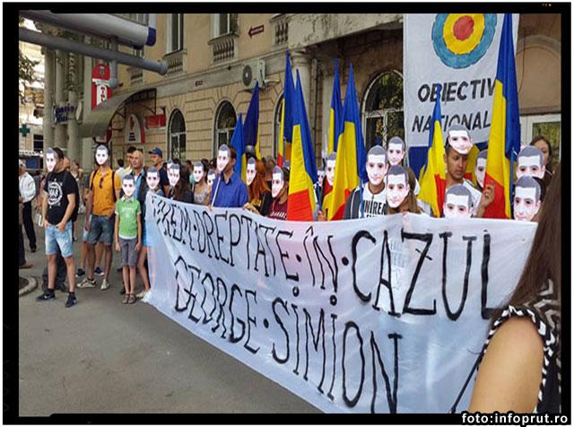 Premierii Ponta si Strelet, intampinati la Chisinau de catre tineri ce purtau masca lui George Simion, foto: infoprut.ro