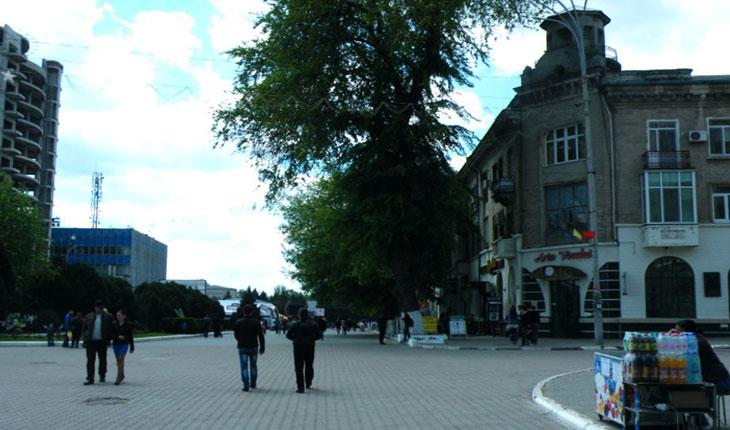 Orasul Balti - intersecția străzilor Independenței și Academician Nicolae Filip, pe atunci străzile Regele Ferdinand și, respectiv, Filipescu și Unirea., foto: baltigraphia.me
