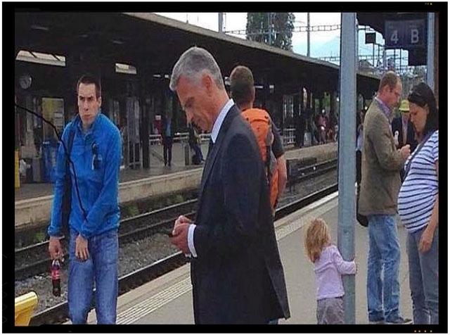 Un alt exemplu din lumea cu adevarat civilizata este cel al presedintelui Elvetiei, care foloseste trenul aidoma oricarui simplu calator pentru deplasari.