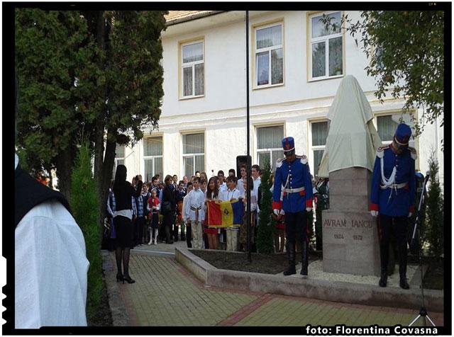 Luni, 14 septembrie, pe acest soclu se va afla bustul Craisorului Muntilor, Avram Iancu, foto: Florentina Covasna
