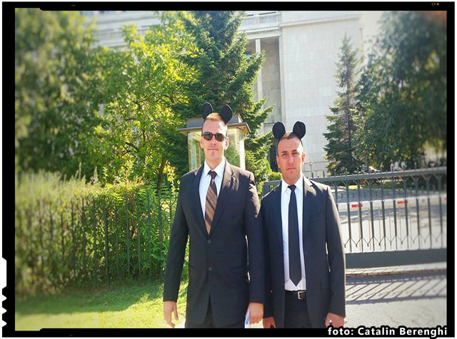 Protest inedit in fata Guvernului - Mickey Mouse protesteaza impotriva construirii mega moscheii, foto: Catalin Ioan Berenghi