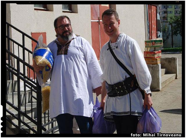 Am ajuns la Casa Sf. Iosif incarcati cu daruri, foto: Mihai Tirnoveanu