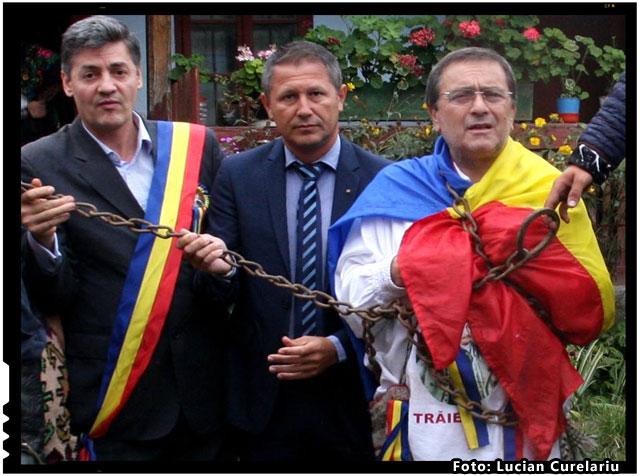 TRICOLORUL ROMÂNESC PUS ÎN LANŢURI DE UDMR!, foto: Lucian Curelariu