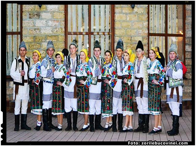 BOIANUL RAMANE INCA O VATRA ROMANEASCA, foto: zorilebucovinei.com
