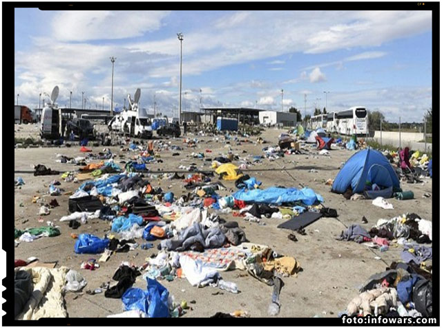 Halucinant! Copiii germani au fost fortati sa curete gunoaiele lasate in urma de imigranti, foto: infowars.com