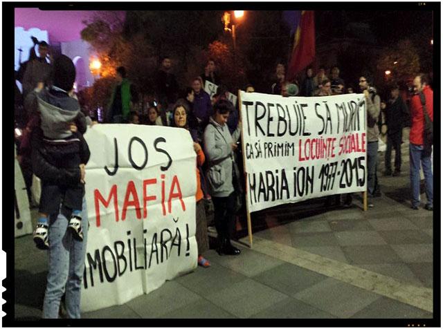 "Protest impotriva mafiei imobiliare. Klaus Iohannis numit de protestatari ""un mic mafiot imobiliar"""