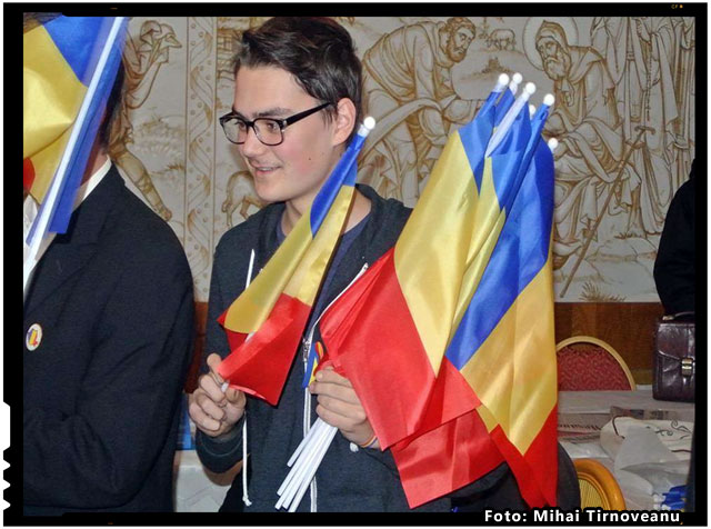 110 steaguri tricolore au ajuns in mainile românilor reprezentanti ai Forumului Civic al Românilor din Harghita, Covasna si Mures, foto: Mihai Tirnoveanu