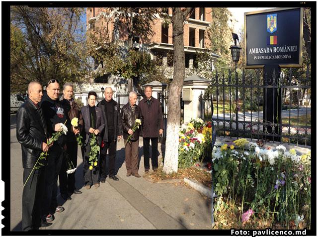 In numele PNL (Republica Moldova) si al altor componente ale Consiliului Unirii s-au depus flori si s-a semnat in Cartea de condoleanțe la Ambasada Romaniei, foto: pavlicenco.md