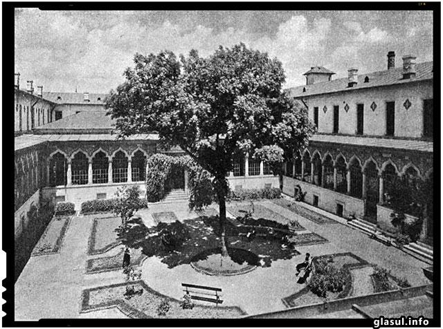 """La 20 noiembrie 1852 incepea constructia cladirii Scolii Centrale din Bucuresti, care se va numi """"Pensionatul Domnesc de fete"""""""
