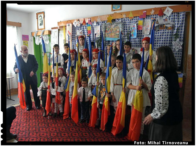 "Cuvinte tulburatoare a rostit un copil de zece ani in momentul in care si-a vazut colegii cu drapelele in maini: ""Ia uite, parca suntem in Romania"" , foto: Mihai Tirnoveanu"