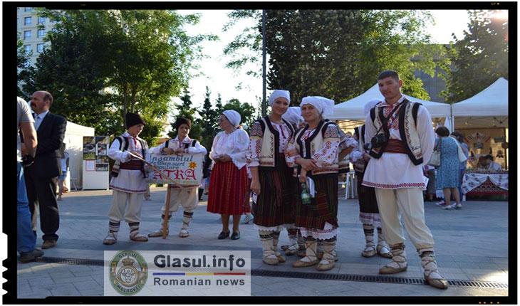 Costumul popular traditional romanesc cea mai buna carte de vizita a neamului romanesc