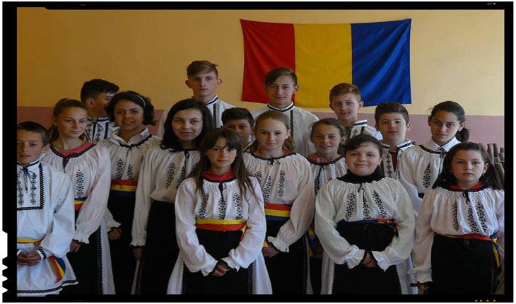 Straiele populare românești au ajuns la cetele de flăcăi și la domnițele din Mărtănuș