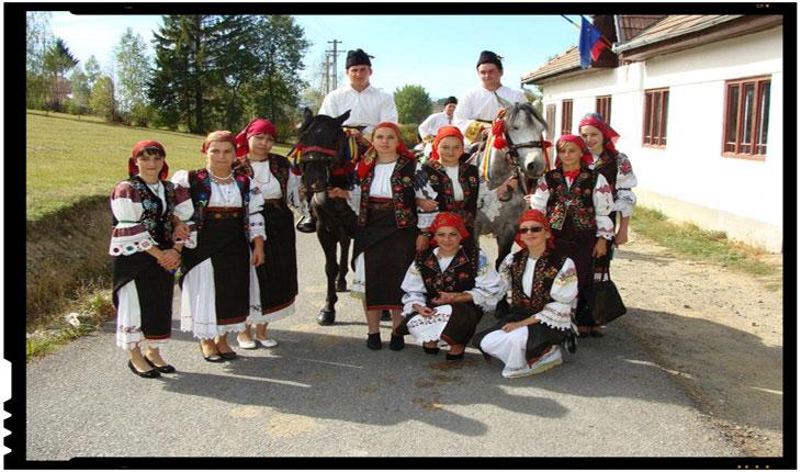 Acțiunea Români pentru Români, alături de Bătrânii lui Dumnezeu din Harghita si de elevii români din Livezi, Chichiș și Ozun